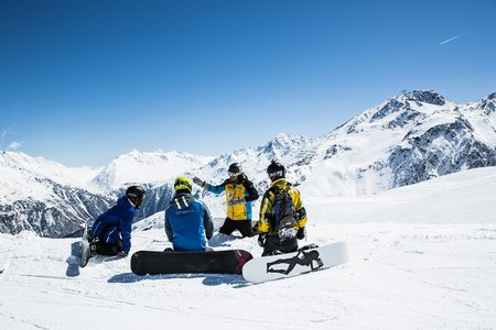 Snowboardlehrer mit Gruppe